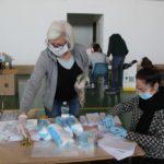 volontariimbustanomascherine7.4.2020_04-20200407-201505